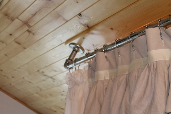 curtain rod and ceiling